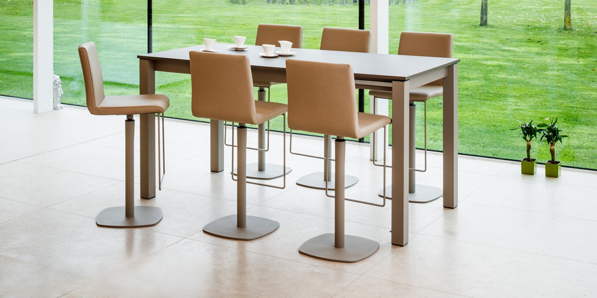 Ensemble table Valencia and stools BarCirca