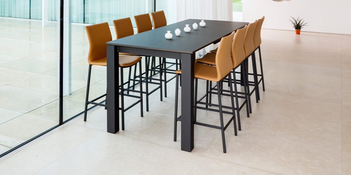 Ensemble table Vario and stools BarSierra