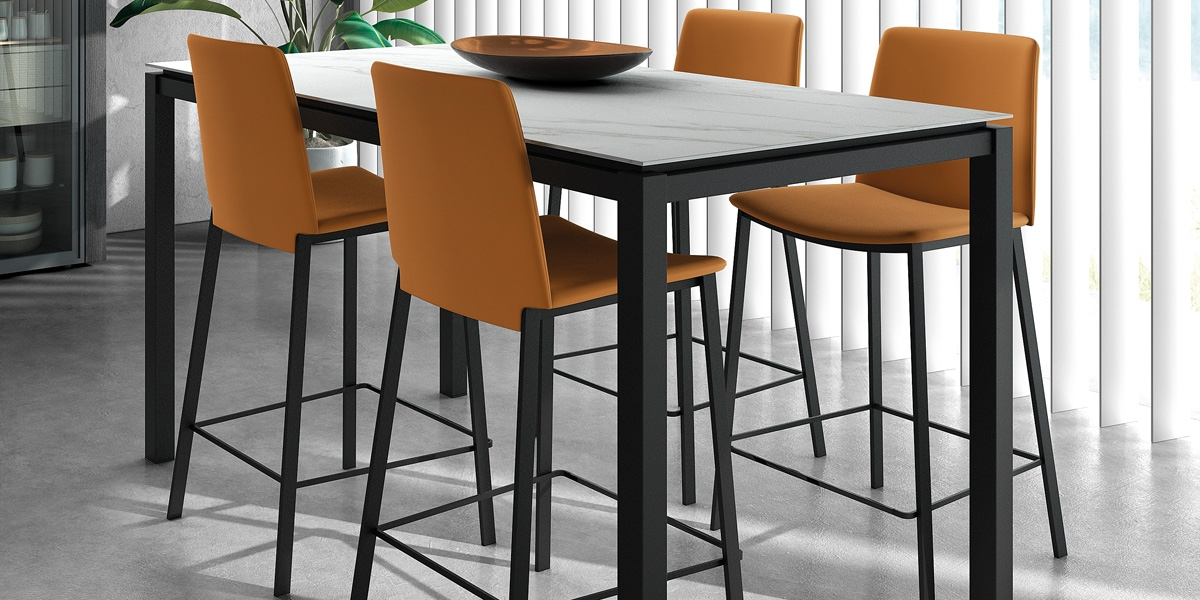Ensemble table Vicenza and stools BarPrimera