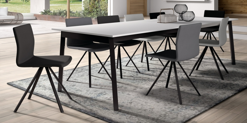 Ensemble table Victoria et chaises Silva